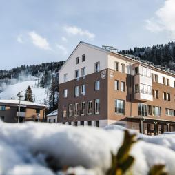 hotelansicht-jufa-hotel-schladming-schnee-winter-1440x970